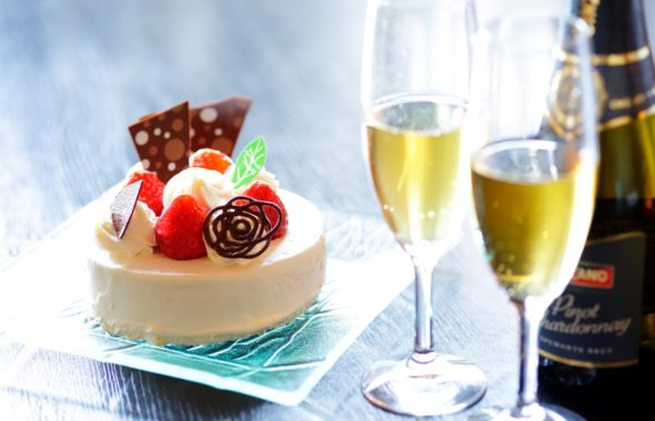 潮騒の宿ふじま:ケーキとシャンパン